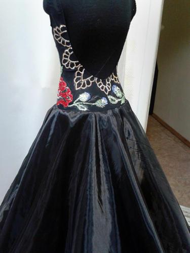 Пошив бальных платьев в Москве